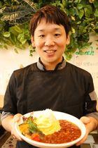 「長崎の食材を使ったオムライスで日本一を目指したい」と話す山口さん=大村市、テラスフィールド
