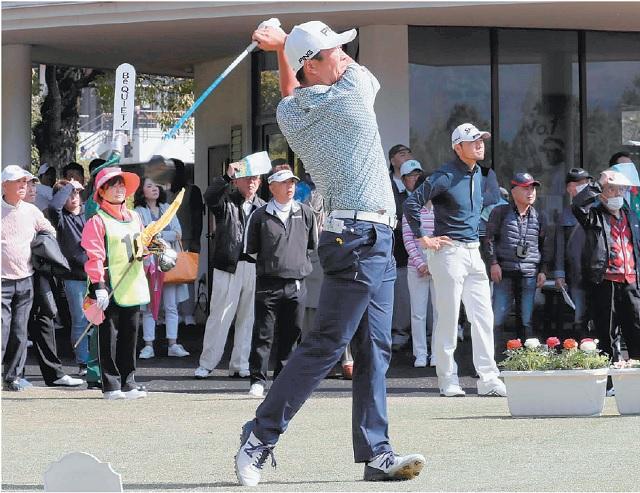 ゴルフ プロ・アマが激突 豪快ショットに歓声 東急大分オープン