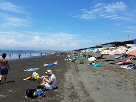 藤沢市内の海水浴客数は過去2番目の少なさとなった=7月、藤沢市の片瀬西浜・鵠沼