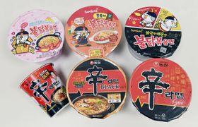 三養食品の主力商品「プルダックポックンミョン」(上段)と農心の「辛ラーメン」(共同)