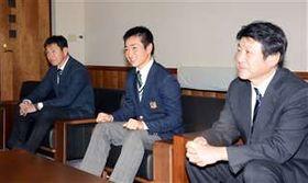全国高校大会での意気込みを語った(左から)古谷監督、船木主将、和田校長