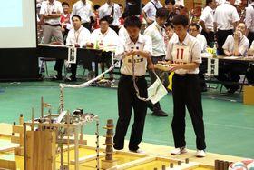 ロボット競技で優勝した長崎工業の「岩屋獣」=佐世保市、鹿町工業高