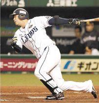 ソフトバンクとのクライマックスシリーズファイナルステージ第1戦で中前に適時打を放つ西武・浅村=10月17日、メットライフドーム