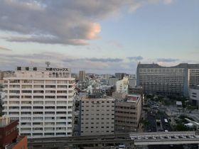 那覇市の上空=25日午後5時ごろ