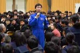 宇宙飛行士、油井さん 上宇部中で講演