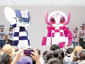 初来県する東京2020マスコット「ミライトワ」(左)と「ソメイティ」((C) Tokyo 2020)
