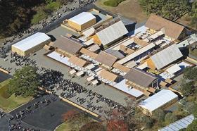 一般参観で、多くの見学者が訪れた大嘗宮=2019年11月21日、皇居・東御苑で、本社ヘリ「おおづる」から