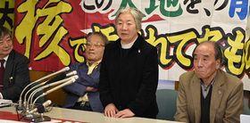 閉廷後の報告会で「これからもくじけず頑張っていく」と語る「大間原発訴訟の会」の竹田代表=11日、札幌市