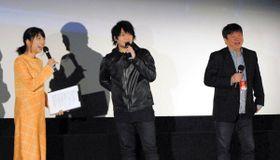 声優を目指したきっかけなどについて語る中村さん(中央)と本広さん(右)=綾川町、イオンシネマ綾川