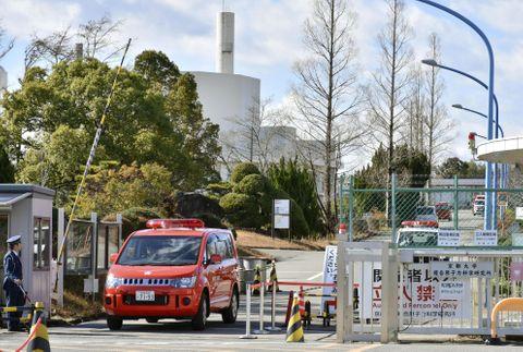 大阪の京大原子力研究施設で煙
