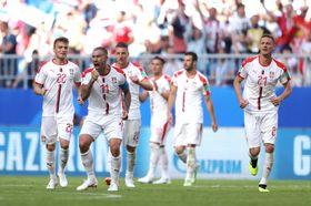 コスタリカ―セルビア 後半、FKで先制のゴールを決めて喜ぶセルビアのコラロフ(左端から2人目)=サマラ(ゲッティ=共同)