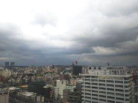 17日午後5時半ごろの那覇市内