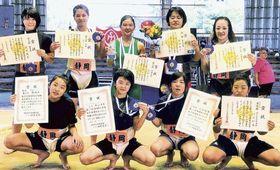 全日本女子相撲選手権大会で入賞した本県選手=堺市