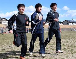 全国各地の強豪校に進学する高崎ラグビークラブの(左から)桜井、白石、穴沢