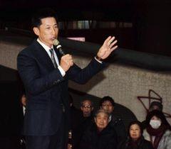 震災や今季の構想について語る矢野燿大監督=17日午後、神戸市長田区大橋町