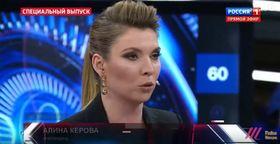 「ケロワさん」にインタビューするオリガ・スカベーエワさん。ユーチューブから