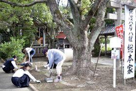 守る会が行っている月1回の清掃活動=小松島市中田町脇谷
