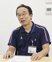 「『医療的ケア』の必要な子どもたち」を出版する元NHKアナウンサーの内多勝康さん=13日、東京都世田谷区