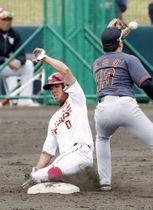 沖縄県で行われた韓国プロ野球ハンファと楽天の練習試合=2018年2月21日