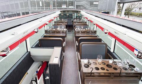 2階建てレストランバスでグルメ満喫