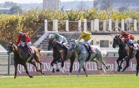 フランス競馬のフォワ賞で3着だったキセキ(左から2頭目)=パリロンシャン競馬場(共同)