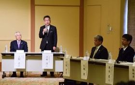オール北海道ボールパーク連携協議会であいさつするプロ野球北海道日本ハムの川村浩二社長(左から2人目)