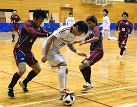 【confianca―HARPER】熱戦を繰り広げる選手たち=小野町民体育館