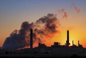 米ワイオミング州の石炭火力発電所=7月、グレンロック(AP=共同)