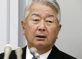 記者会見で質問に答える大林組の白石達社長=23日午後、東京都港区
