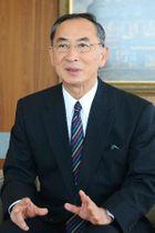 インタビューに答える化学及血清療法研究所の木下統晴理事長=16日午後、熊本市