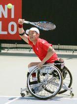 車いすテニスのジャパンオープン男子シングルス2回戦で敗れた国枝慎吾=福岡県飯塚市