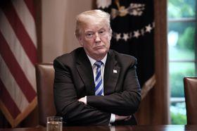 16日、ホワイトハウスでの会合に出席したトランプ米大統領(UPI=共同)