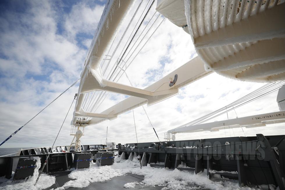 前部甲板は凍結しているので運動禁止。