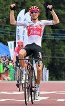 ゴールスプリントを制して優勝し喜ぶバウケ・モレマ(トレック・セガフレード)=宇都宮市森林公園周回コース