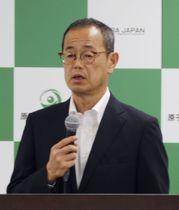 記者会見で質問に答える原子力規制委の更田豊志委員長=26日午後、東京都港区
