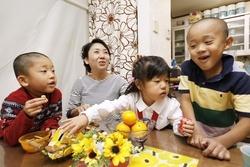 山口律子さんと子どもたち