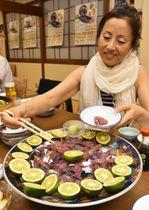 新子まつりに向け、爽やかな夏の味を確認する関係者(須崎市南古市町)