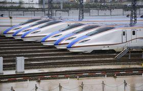 水が引いたJR東日本の長野新幹線車両センターに並ぶ北陸新幹線の車両=14日午後1時33分、長野市赤沼地区