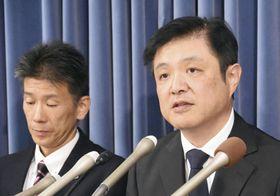 チバニアンが2次審査を通過したことについて記者会見する岡田誠茨城大教授(右)=19日午後、文科省
