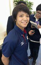 柔道の世界選手権への出発を前に、取材に応じる女子52キロ級の阿部詩=14日、羽田空港