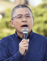 16日、ソウル市内で法相の任命に抗議して頭を丸刈りにした保守系最大野党「自由韓国党」の黄教安代表(共同)