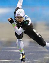 今季初戦のジャパンカップ第1戦女子500メートルを制した小平選手=19日、長野市のエムウェーブ