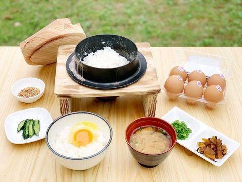 食堂かめっち。新メニュー好評 7月導入、炊きたてご飯で卵かけ