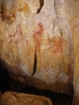 赤い線で描かれたスペインの洞窟壁画(研究チーム提供)