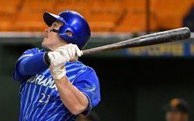 【巨人-横浜DeNA】8回横浜DeNA2死満塁。オースティンが逆転の右越え三塁打を放つ=東京ドーム
