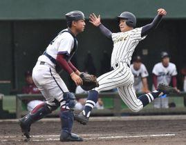 高校野球の春季県大会中止が決まった=昨秋の県大会決勝から