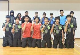関東大会へ向けて健闘を誓う日光明峰高バドミントン部の選手たち=同校体育館