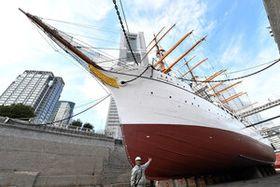 補修後に塗装され、美しさを取り戻した帆船日本丸 =日本丸メモリアルパーク