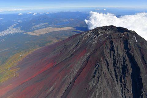 富士山で落石、女性登山者死亡
