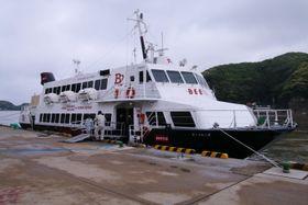比田勝港の岸壁に停泊中のジェットフォイル「ビートル」=対馬市上対馬町